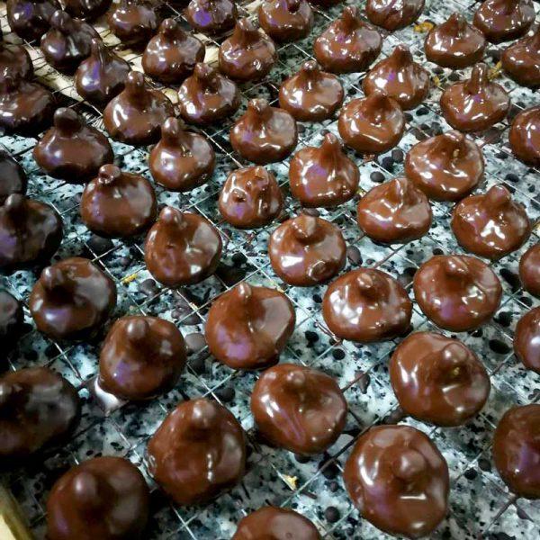 Higos de almendra con chocolate